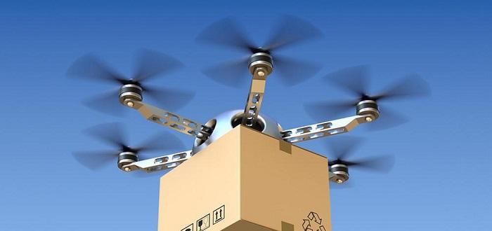 Google решила рассекретить новый проект, запущенный лабораторией Google X. Оказалось, что уже два года компания, параллельно с Amazon, трудится над созданием летающих роботов для доставки посылок из интернет-магазинов. В данный момент беспилотники проходят испытания в Австралии, поскольку местное законодательство лояльнее относится к полетам беспилотных аппаратов. Уже несколько месяцев устройства обслуживают две местные фермы, доставляя посылки, заказанные по рации. Внешний вид дронов необычен – крыло, на котором закреплено четыре мотора. Аппарат для взлета ставится на землю вертикально (на хвост). После вертикального взлета робот продолжает полет горизонтально. Преимущество устройства от Google в том, что горизонтальный полет более экономичен, поскольку дрон держится в воздухе не за счет моторов, а за счет крыла. К тому же такие устройства безопаснее – при отказе двигателя оно способно планировать и садиться, не повреждая себя, посылку и постройки на земле. Отдельно разработчики гордятся схемой сброса доставленной посылки. На этапе разработки тестировались различные варианты. К примеру, планировали использовать небольшой парашют, однако точность спуска была очень низкой. От затеи сбрасывать груз в специальном противоударном контейнере тоже отказались – это было опасно для людей на земле. Схема с посадкой устройства на землю (как это делают устройства Amazon) также была признана опасной – лопасти несут определенную опасность. В итоге посылка опускается на леске, длина которой контролируется электроникой – отмотанная длина сравнивается с показателем высоты от GPS-модуля. При приближении к земле скорость размотки замедляется, чтобы груз не повредился. Если за леску кто-нибудь схватится, например, чтобы украсть устройство, специальное лезвие обрежет ее. В целом система работает довольно неплохо. Однако представители Google отмечают, что до полноценного запуска еще далеко – еще необходимо согласовать проект с соответствующими структурами.
